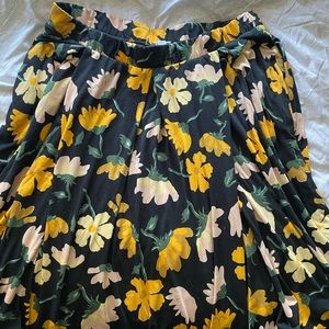 Lularoe full knee length skirt with POCKETS!